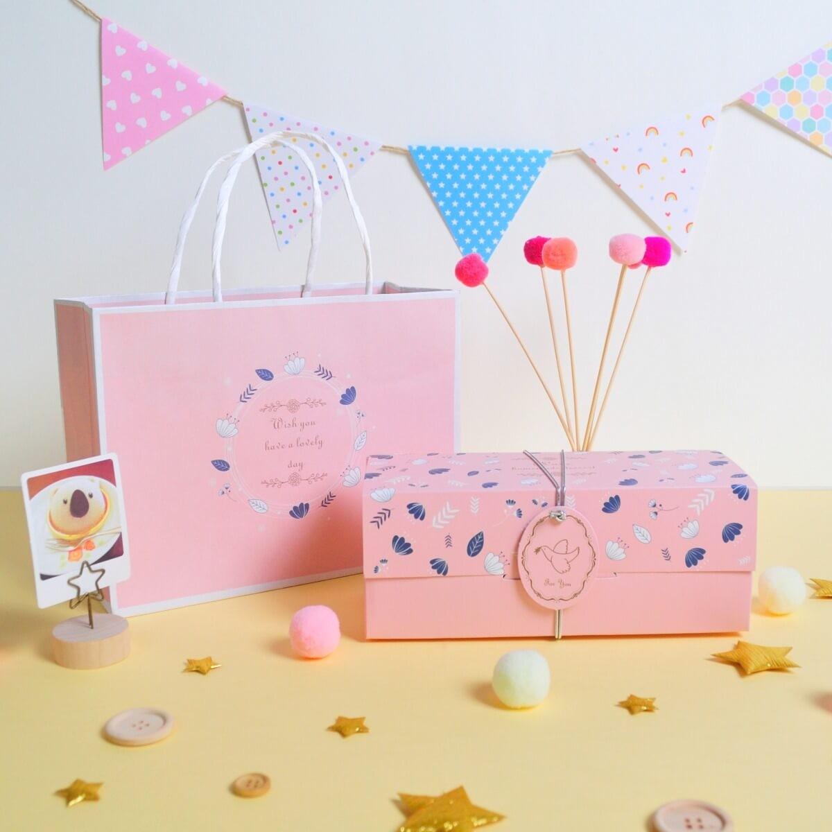 【滿單預購中】粉紅花園禮盒 / 彌月禮盒 / 餐盒 / 伴手禮 / 附提袋 / 蝴蝶酥 / 手工餅乾